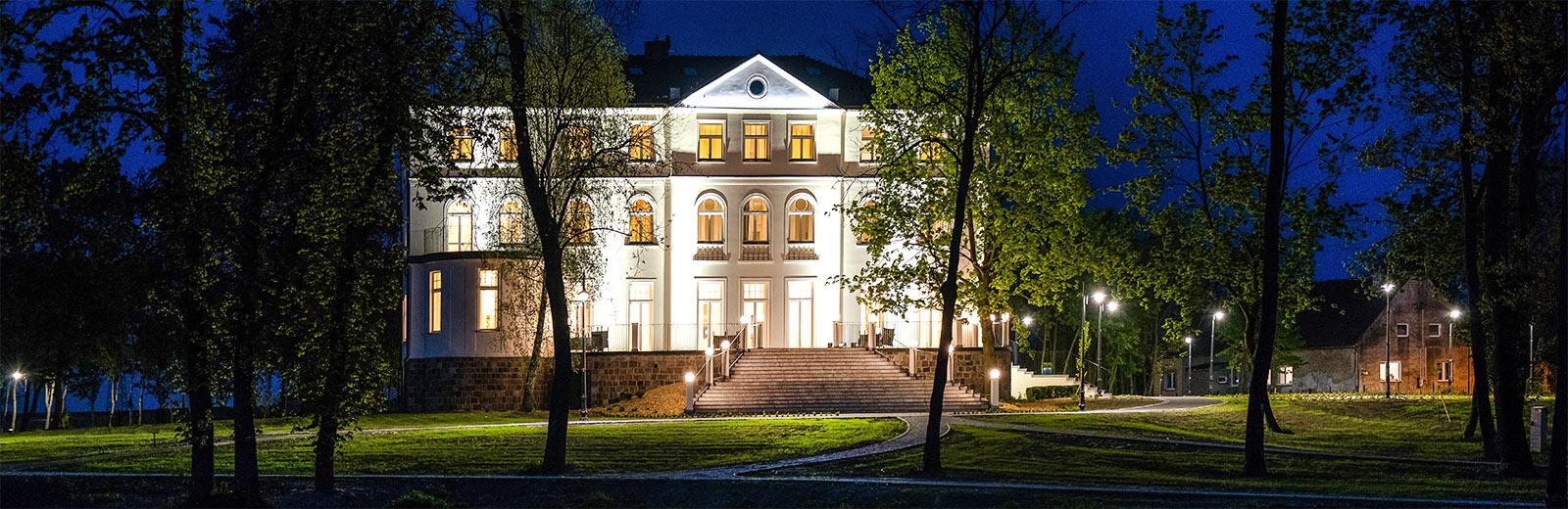Pałac Suchary w nocy